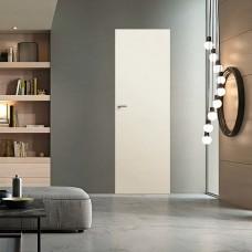 Скрытая дверь 1E магнолия сатинат с алюминиевой кромкой и внешним открыванием
